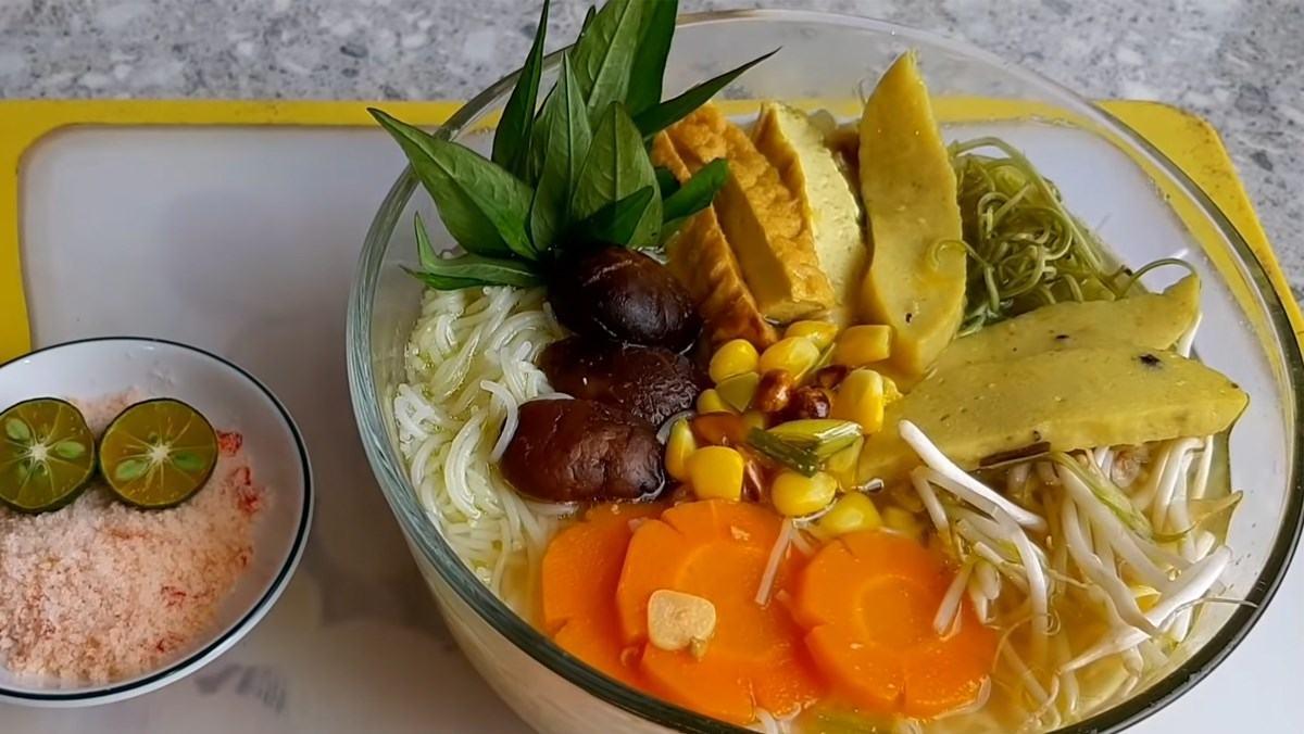 Cách nấu bún cá Châu Đốc chay thơm ngon lạ miệng cho ngày chay