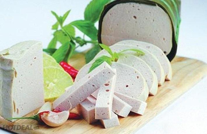 Giò chay homemade được làm bằng đậu xanh, nấm…