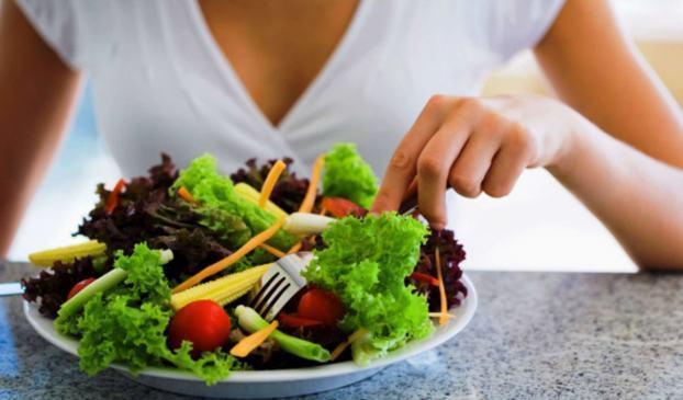 Ăn chay trường, thực dưỡng chữa ung thư: Chết vì đói trước khi chết vì bệnh!