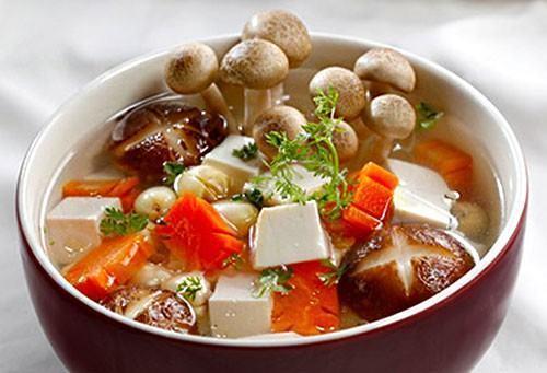 Canh nấm hạt sen món chay bổ dưỡng dễ làm