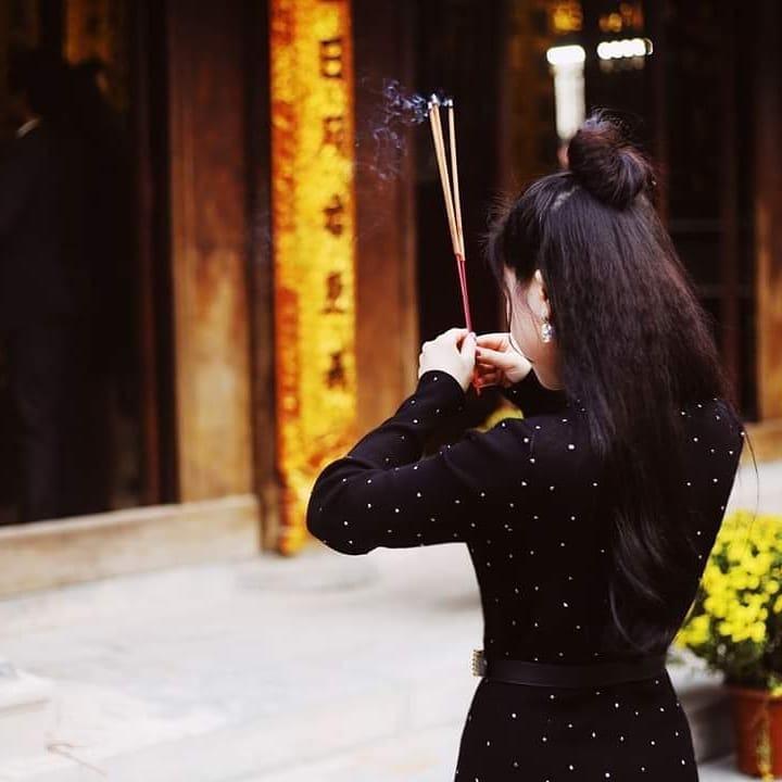 cầu duyên tại chùa Hà nên ăn mặc kín đáo