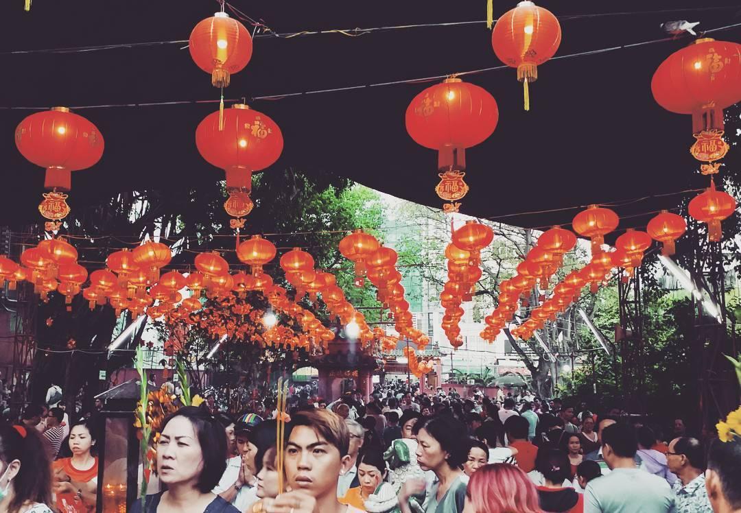 Tháng giêng ngày tết khách đổ xô đến chùa Ngọc Hoàng
