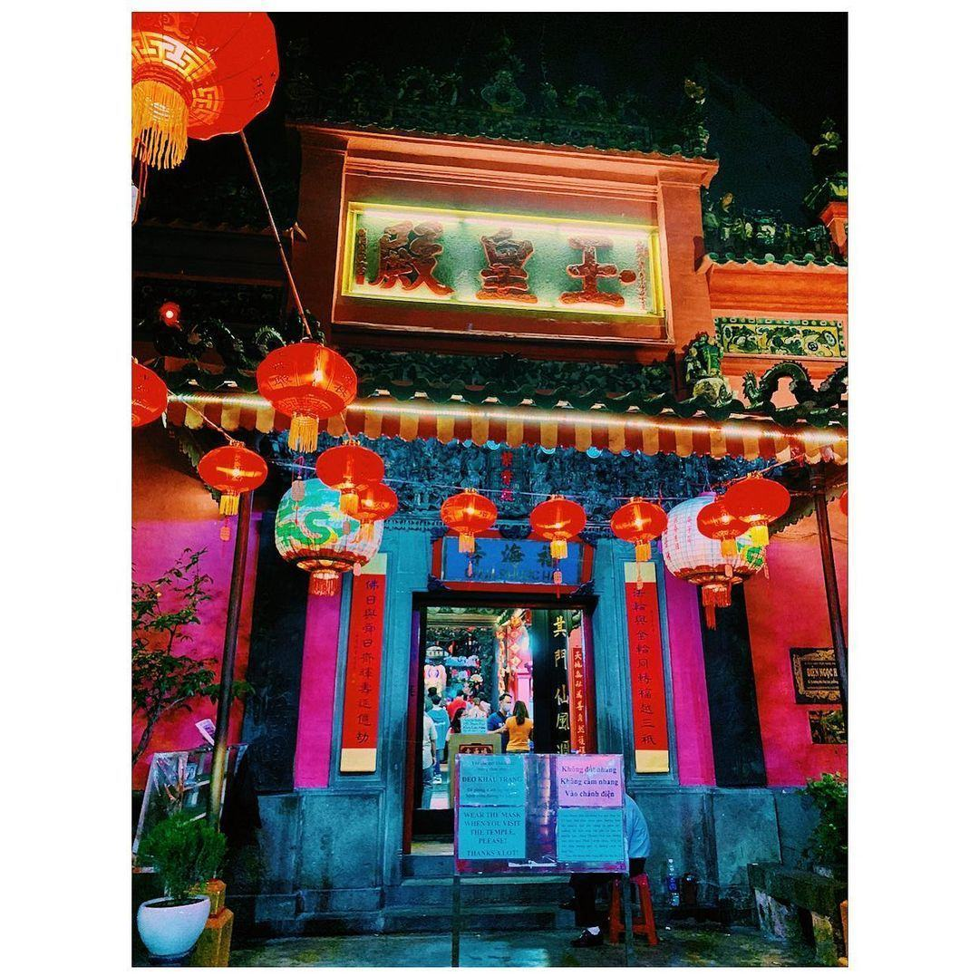 Giờ đóng cửa của chùa Ngọc Hoàng