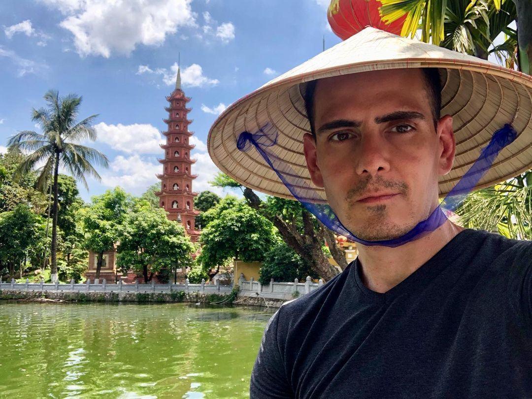 khách nước ngoài cũng rất ưa thích ghé thăm chùa Trấn Quốc