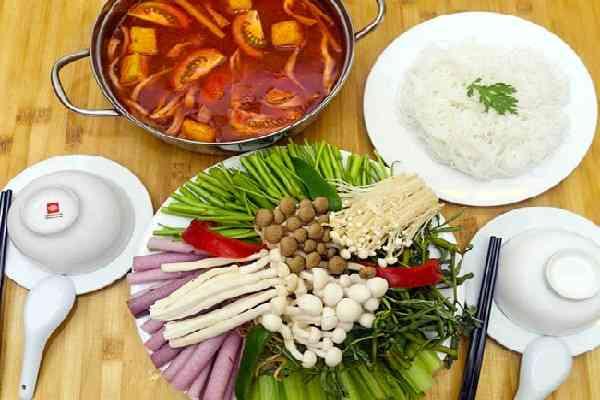 Cách nấu lẩu chay chua cay và lấu nấm chay ngon thanh đạm