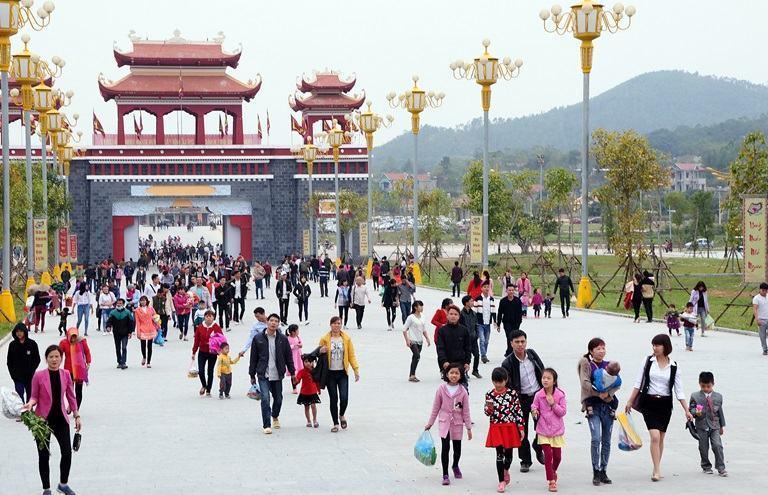 chùa Tây Thiên Tam Đảo Vĩnh Phúc đông nghẹt vào dịp lễ