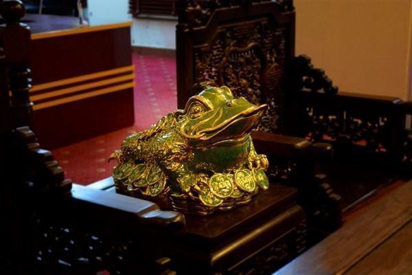 Ông cóc có ý nghĩa gì trên bàn thờ thần tài ?