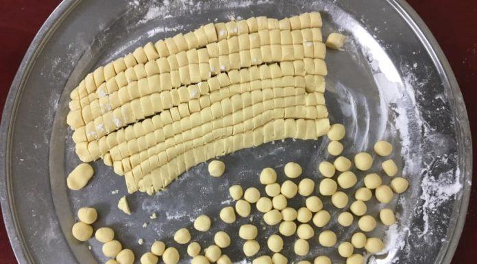 Vò bánh nhãn thànhcácviên tròn đẹp mắt (Nguồn: Internet)
