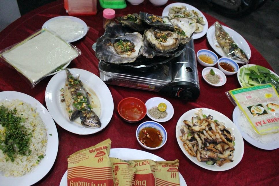 thưởng thức hải sản khi du lịch đảo Nam Du